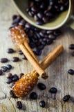 Grano de Sugar Stick Cinnamon y de café Foto de archivo