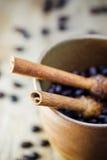 Grano de Sugar Stick Cinnamon y de café Imagenes de archivo