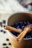 Grano de Sugar Stick Cinnamon y de café Imágenes de archivo libres de regalías