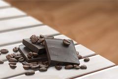 Grano del chocolate y de café Fotografía de archivo libre de regalías