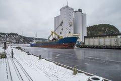 Grano di caricamento della nave Fotografie Stock Libere da Diritti