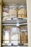 Grano en el tarro de cristal del almacenamiento de la comida Imagen de archivo libre de regalías