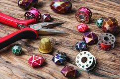 grano Gotas hechas a mano que hacen mujeres los accesorios Foto de archivo libre de regalías