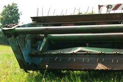 Grano maturo del raccolto della mietitrebbiatrice su un'azienda agricola Fotografia Stock Libera da Diritti