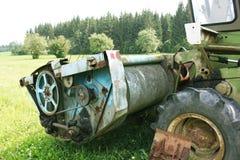 Grano maturo del raccolto della mietitrebbiatrice su un'azienda agricola Fotografia Stock