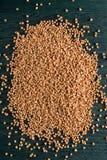 Grano saraceno sulla tavola di legno blu Fotografia Stock Libera da Diritti