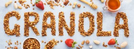 Granola λέξης φιαγμένο από ψημένο granola βρωμών απαγορευμένα στοκ φωτογραφία