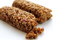granola ράβδων ανασκόπησης που απομονώνεται πέρα από το λευκό Στοκ Εικόνες