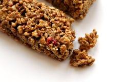 granola ράβδων ανασκόπησης που απομονώνεται πέρα από το λευκό Στοκ Εικόνα