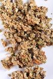 Granola auf weißer Hintergrundvertikale Lizenzfreies Stockfoto