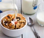 Granola avec des fruits secs et des écrous Photo stock