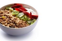 Granola avec du yaourt et des baies Photographie stock libre de droits