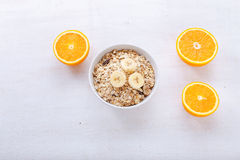 Granola, Bananen und orange Scheiben Lizenzfreies Stockbild