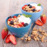 Granola, berries and yogurt Royalty Free Stock Photography