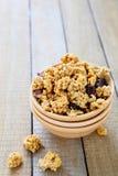 Granola con las nueces y el chocolate Foto de archivo libre de regalías