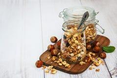 Granola faite maison dans le pot Image libre de droits