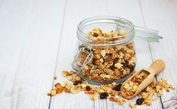 Granola faite maison dans le pot Photos libres de droits