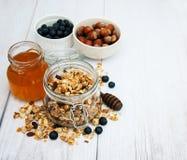 Granola hecho en casa en tarro Foto de archivo libre de regalías