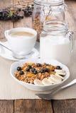 Granola sano del desayuno foto de archivo