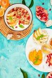 Granola van de Smoothieskom en Rijst Kernachtig brood royalty-vrije stock afbeeldingen