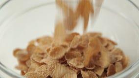 Granola voor Ontbijt, die in een kom koken