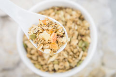 Granola in Witte Lepel royalty-vrije stock foto's