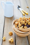 Granola z dokrętkami i czekoladą dla śniadania Fotografia Stock