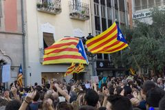 Granollers, Καταλωνία, Ισπανία, στις 3 Οκτωβρίου 2017: paceful άνθρωποι στη διαμαρτυρία ενάντια στα ισπανικά στοκ εικόνες με δικαίωμα ελεύθερης χρήσης