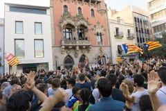 Granollers, Καταλωνία, Ισπανία, στις 3 Οκτωβρίου 2017: paceful άνθρωποι στη διαμαρτυρία ενάντια στα ισπανικά στοκ εικόνα
