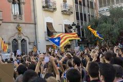 Granollers, Catalonia, Espanha, o 3 de outubro de 2017: povos paceful no protesto contra o espanhol fotos de stock
