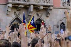 Granollers, Catalonia, Espanha, o 3 de outubro de 2017: retrato do menino durante o protesto contra o espanhol imagens de stock royalty free