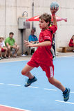 Granollers-SCHALE 2013. Spieler, der den Ball schießt Lizenzfreies Stockbild