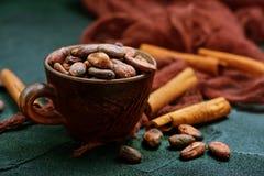 Granos de cacao fotos de archivo libres de regalías