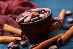 Granos de cacao imágenes de archivo libres de regalías