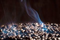 Granos de café asados fragantes Fotos de archivo