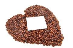 Granos de café bajo la forma de corazón Imagen de archivo