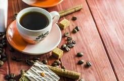 Granos de café con canela Foto de archivo libre de regalías