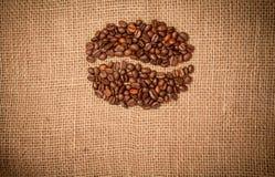 Granos de café de los granos de café en harpillera Fotografía de archivo