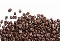 Granos de café en blanco Imagen de archivo libre de regalías