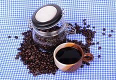 Granos de café en botella Foto de archivo libre de regalías