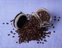 Granos de café en botella Imagenes de archivo