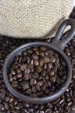 Granos de café en Clay Pot III Imágenes de archivo libres de regalías