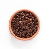 Granos de café en el cuenco anaranjado Foto de archivo