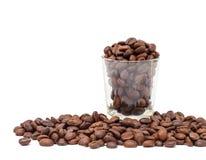 Granos de café en el tiro de cristal Imagen de archivo libre de regalías