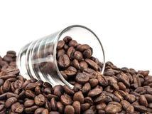 Granos de café en el tiro de cristal Fotos de archivo libres de regalías