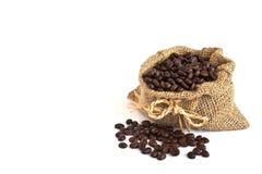 Granos de café en saco de la lona Fotografía de archivo libre de regalías