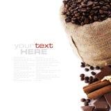Granos de café en saco de la lona Fotografía de archivo