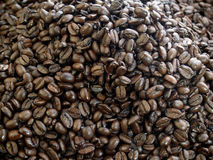 Granos de café oscuros de la carne asada Fotografía de archivo libre de regalías