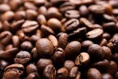 Granos de café, primer Imágenes de archivo libres de regalías