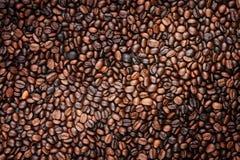 Granos de café que llenan el marco Imagenes de archivo